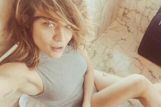 Laura Chiatti bellissima senza trucco: indossa solo il body ed è più sexy che mai