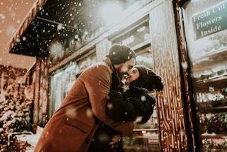 Natale ai tempi del Covid: 5 consigli per superare la distanza di coppia durante le feste