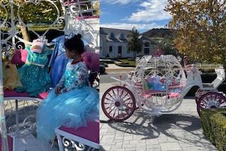 Kylie Jenner, il Natale di lusso della figlia Stormi: il padre le regala una carrozza da principessa