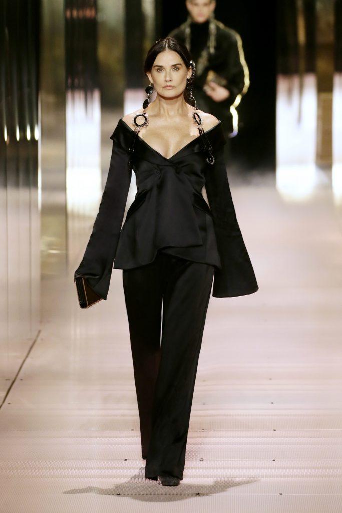 Demi Moore in passerella da Fendi