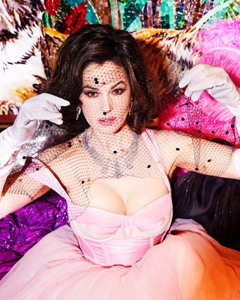 Monica Bellucci posa per Sorbet Magazine