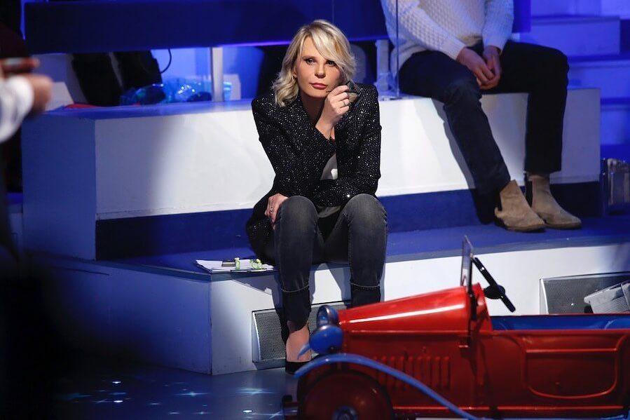 "Maria con la giacca Saint Laurent a ""C'è posta per te"""