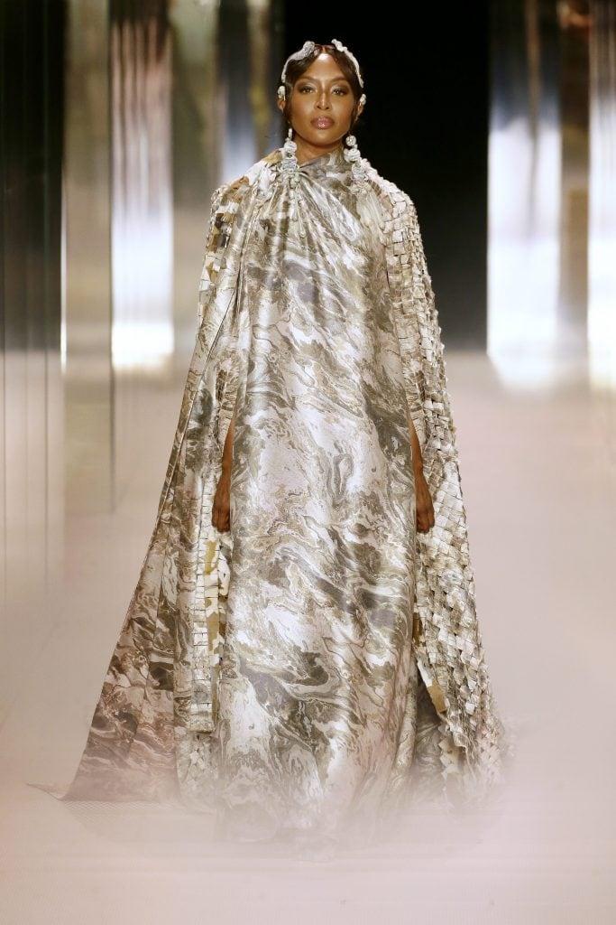 Naomi Campbell nella sfilata Fendi