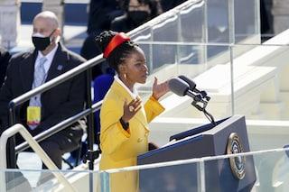 Amanda Gorman all'insediamento di Biden: al dito un anello simbolico regalato da Oprah Winfrey