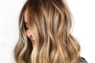 Biondo Sand Tropez: il colore di capelli per l'inverno 2021 che ci parla d'estate
