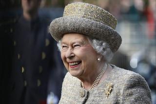 La vera natura della regina Elisabetta II: è una donna autoironica e ha una risata travolgente