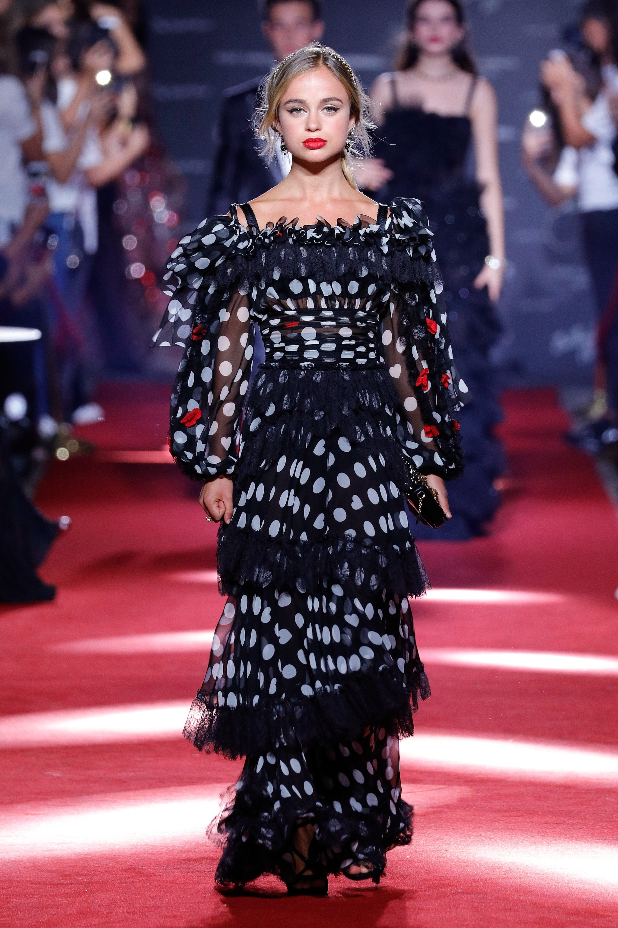 Amelia sfila per Dolce&Gabbana
