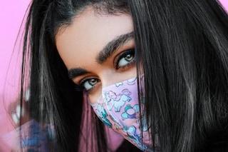Il mascara si scioglie con la mascherina? Consigli e soluzioni per evitarlo, dal waterproof alla laminazione