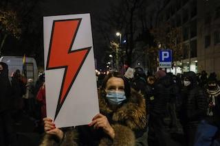 In Polonia è ormai impossibile abortire. L'erosione della democrazia inizia dal corpo delle donne