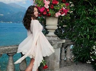 Deva Cassel in bianco e con i ricci per Dolce&Gabbana: è splendida come mamma Monica Bellucci