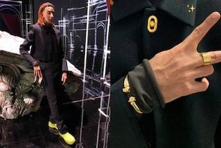 Ghali ama i gioielli di lusso: per l'apparizione in tv sceglie bracciale e anello da 15mila euro