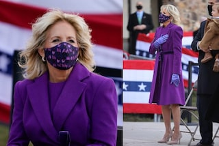 Jill Biden in viola alla vigilia dell'Inauguration Day: cosa nasconde il primo look da First Lady