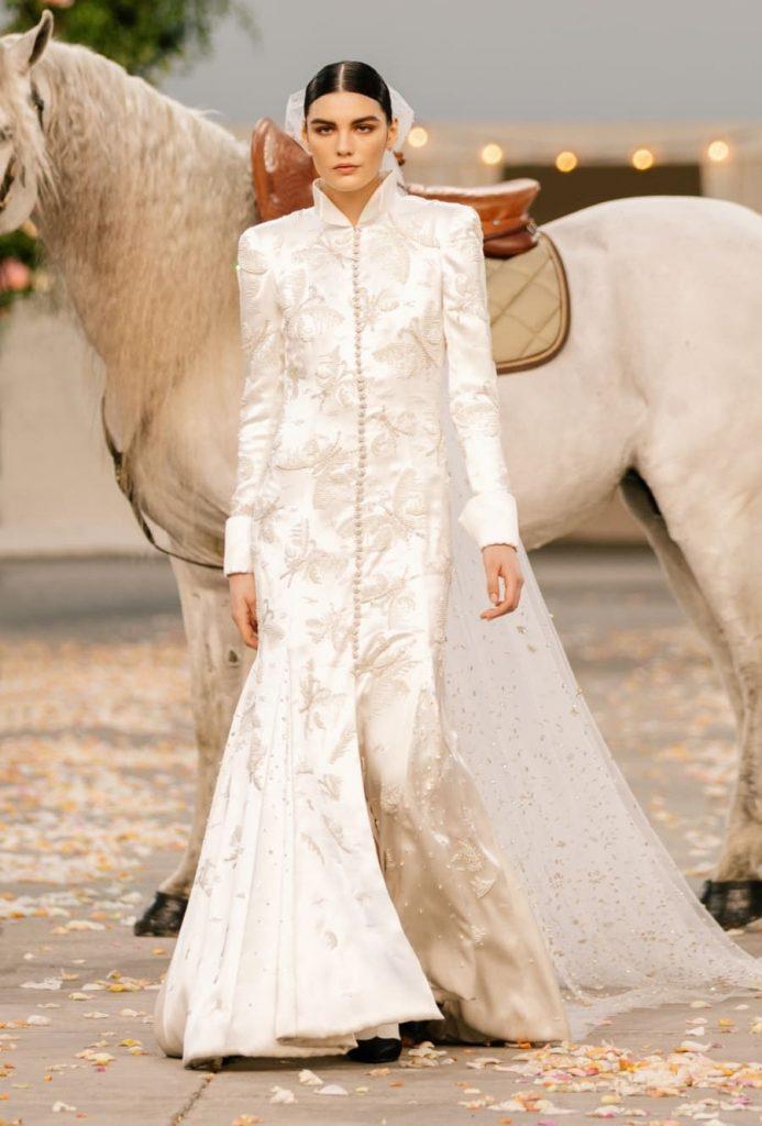 L'abito da sposa che ha chiuso la sfilata Chanel Haute Couture