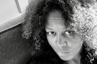 Michelle Obama senza trucco e con i ricci afro: la foto al naturale nasconde un messaggio simbolico