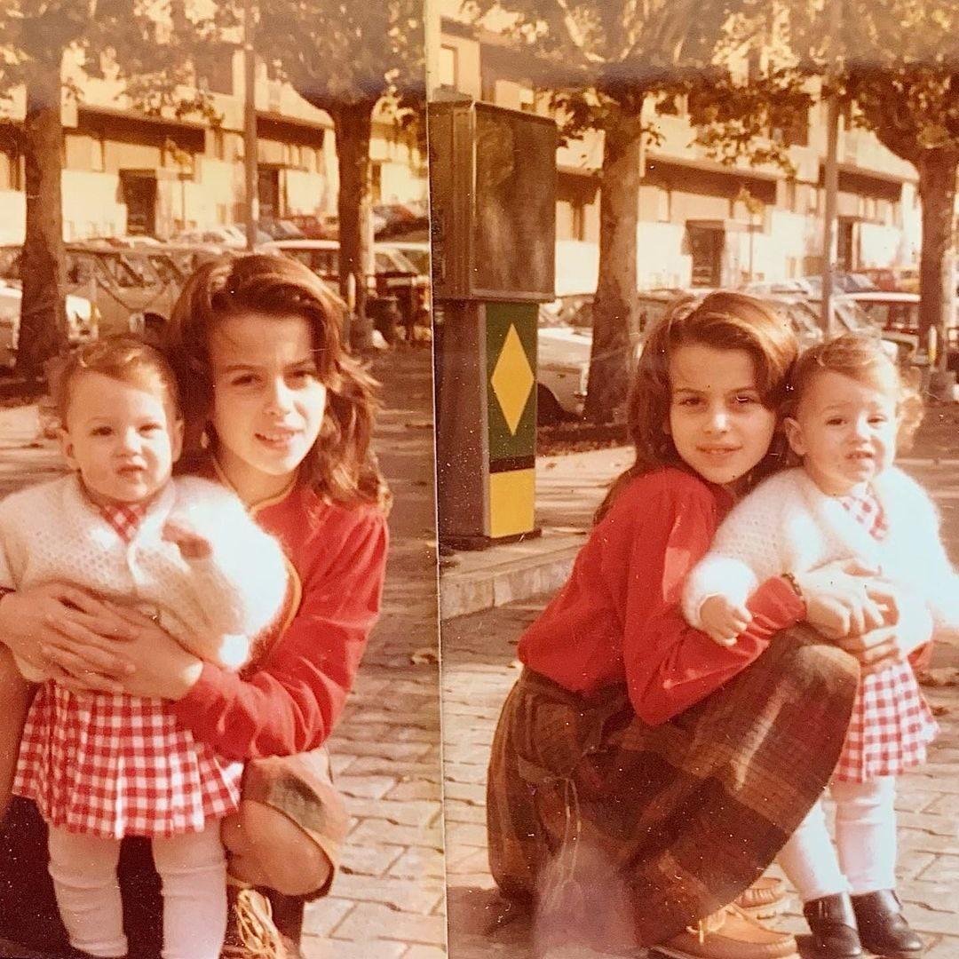 Con la sorella minore Enrica