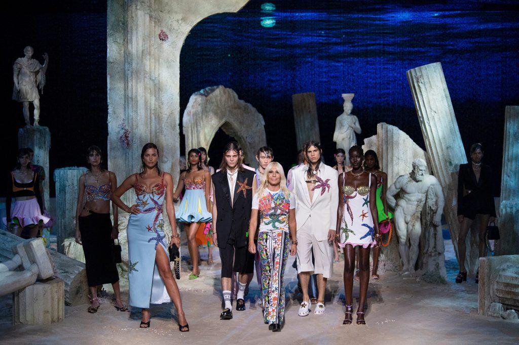 la sfilata Versace Spring Summer 2021