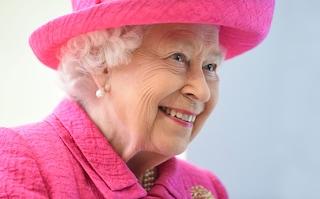 La regina risponde alle accuse di razzismo di Meghan Markle con un ufficio per minoranze e comunità Lgbt