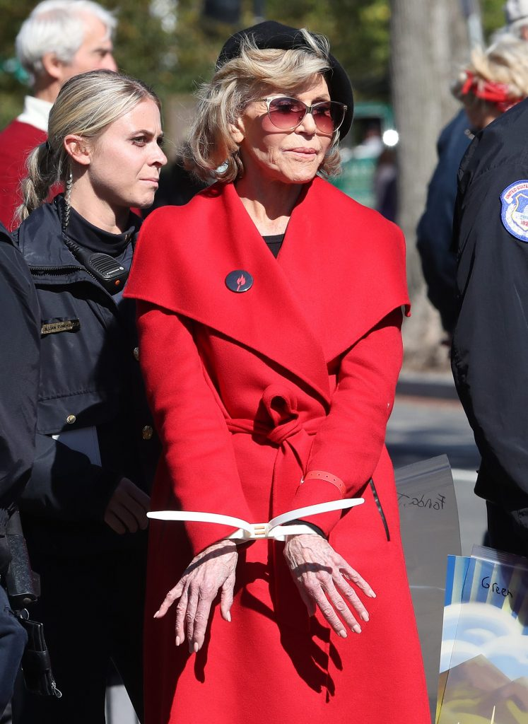 Jane Fonda arrestata a Washington durante una manifestazione per l'ambiente