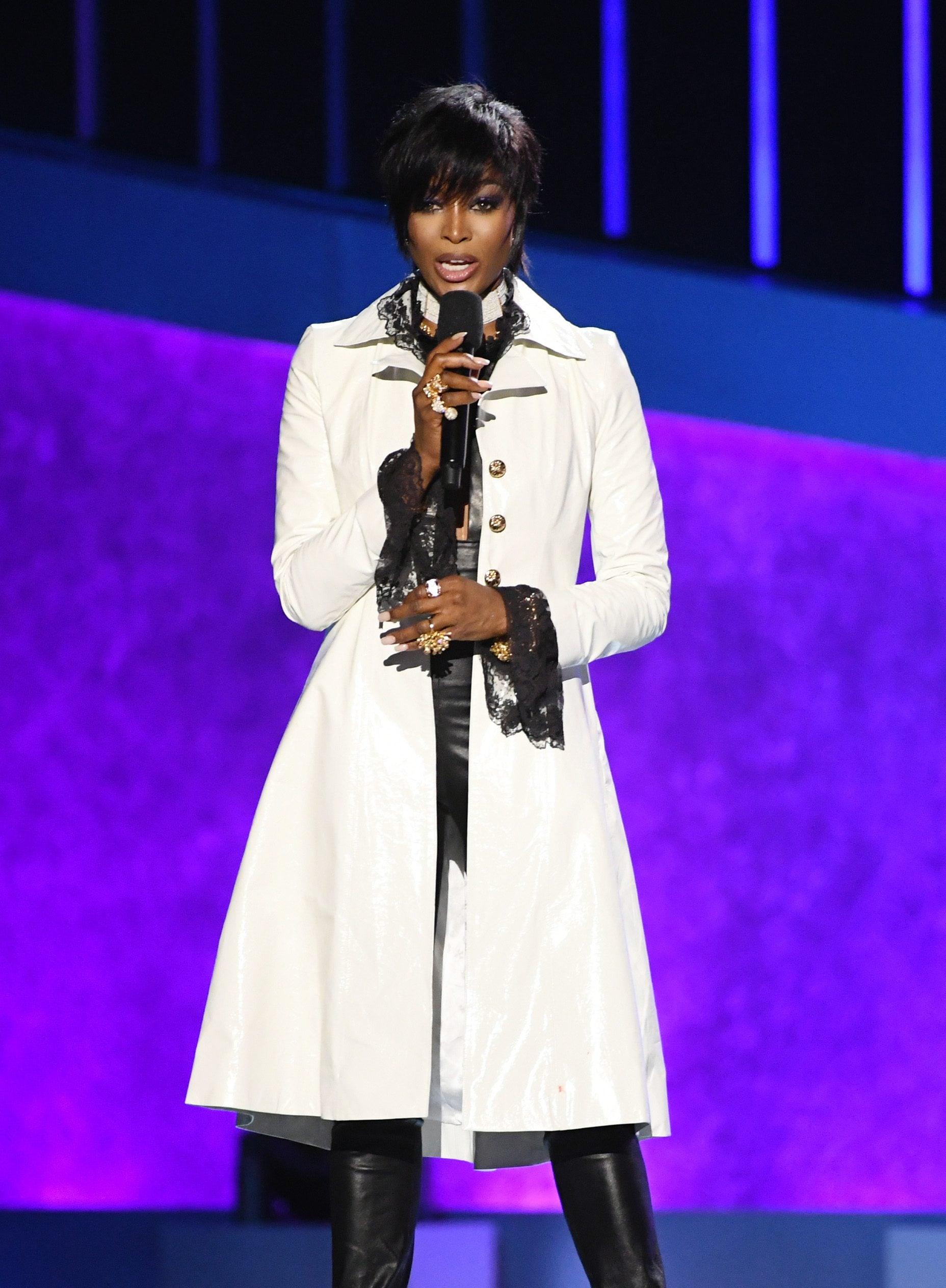 "Naomi Campbell con una parrucca stile ""Prince"" ai Grammy 2020"
