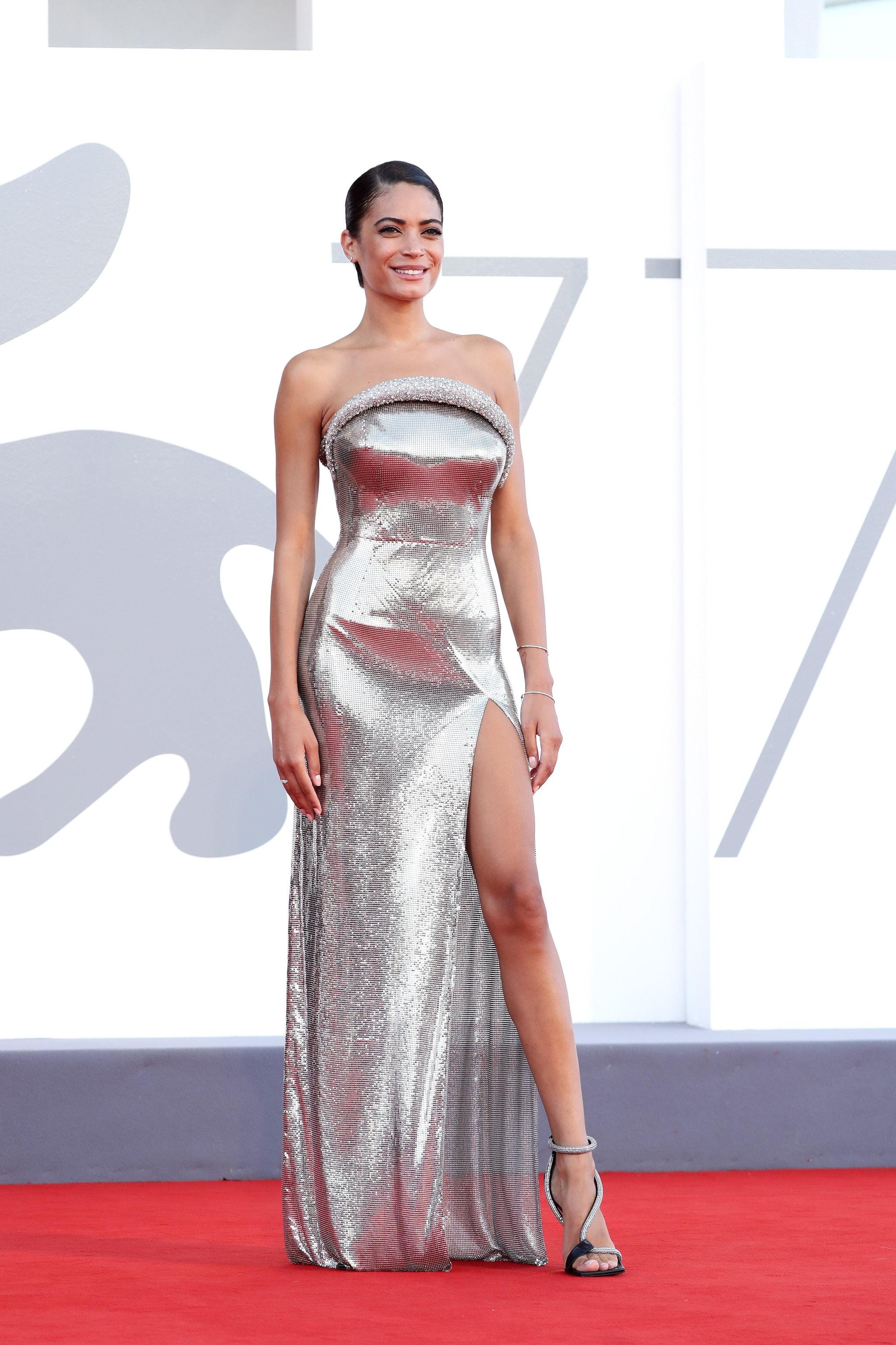 Elodie in Versace al Festival di Venezia 2020