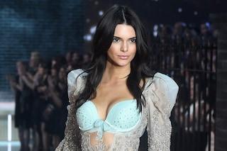 """Kendall Jenner in lingerie mette i fan a disagio: """"Non sono perfetta come potrebbe sembrare"""""""
