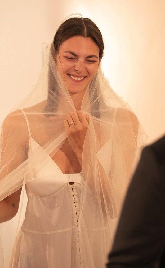 Vittoria Ceretti nel suo abito da sposa