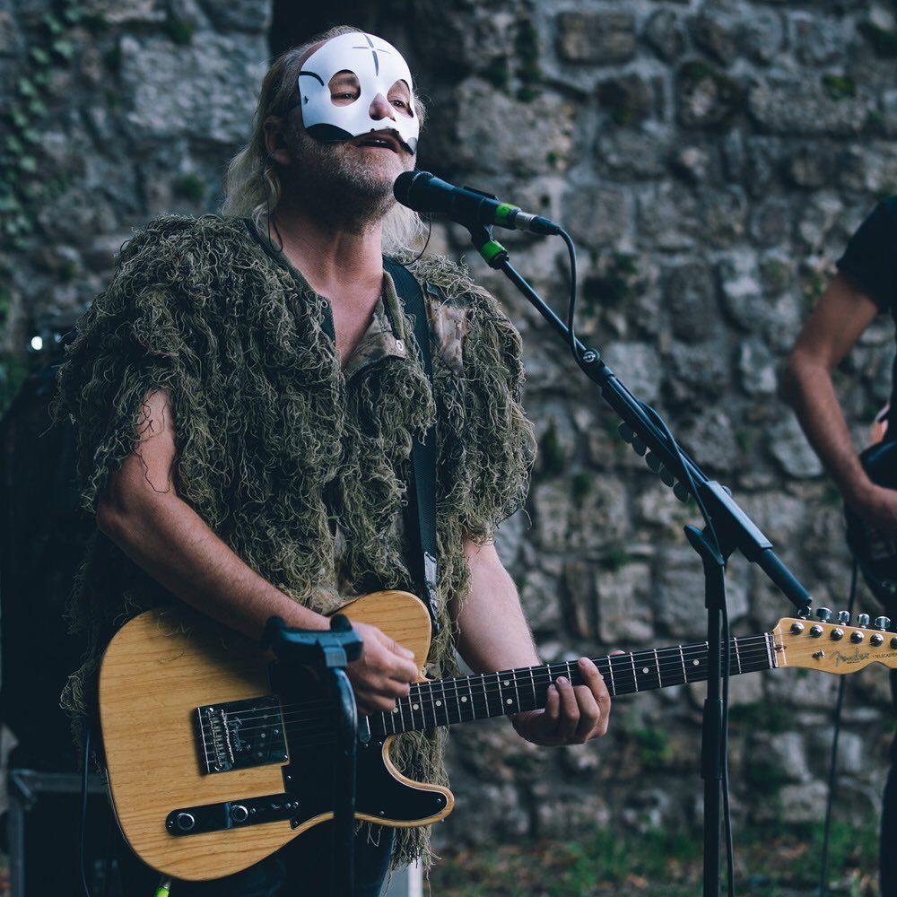 Toffolo con la maschera e il costume da yeti