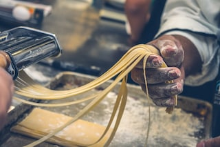 Cooking therapy: perché cucinare fa bene alla mente e al nostro benessere psicofisico
