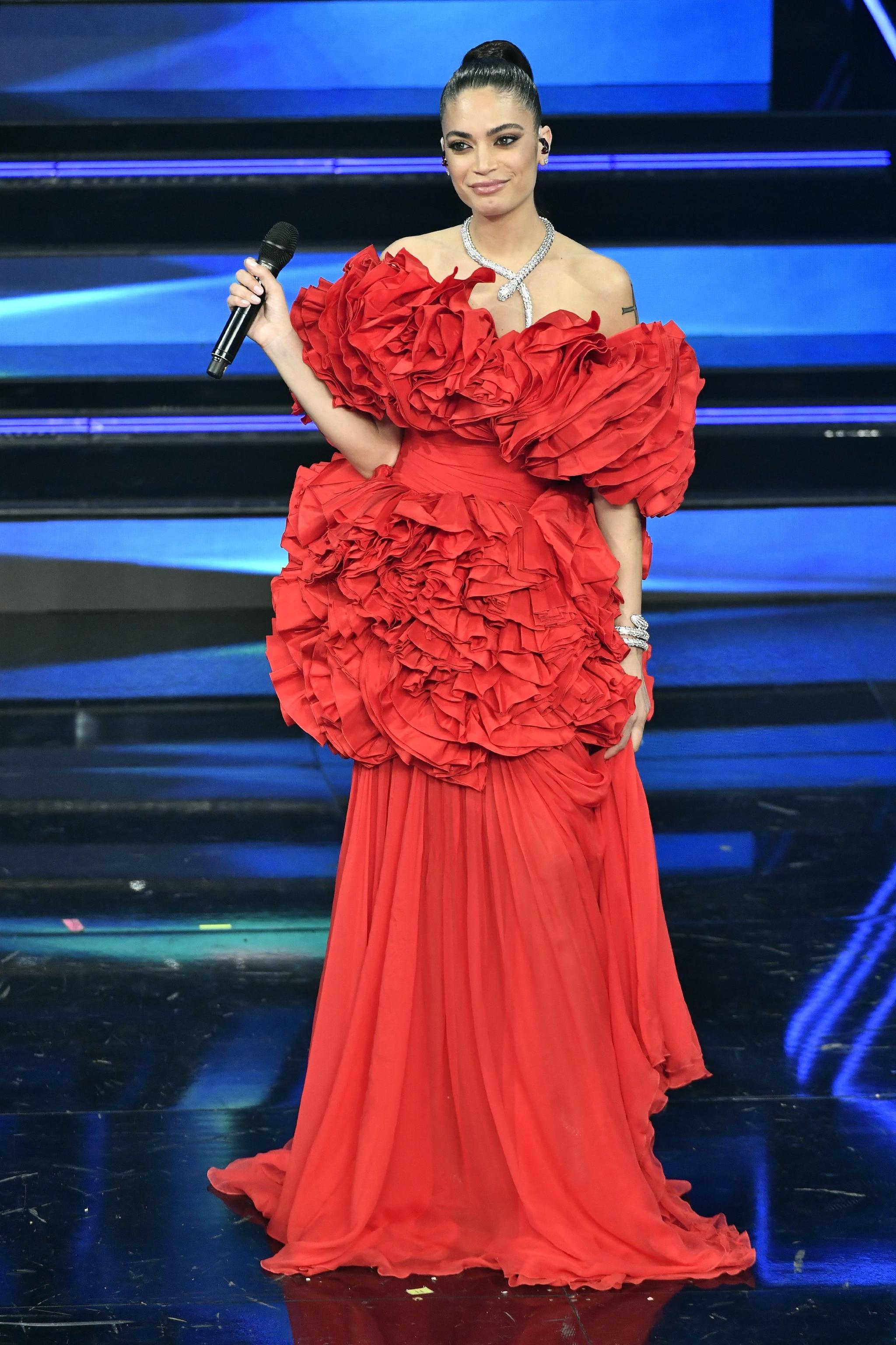 Elodie in Giambattista Valli Haute Couture
