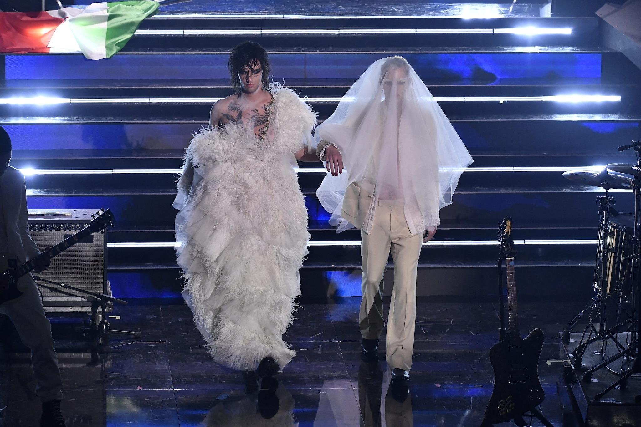 Achille Lauro in abito da sposa con Boss Doms