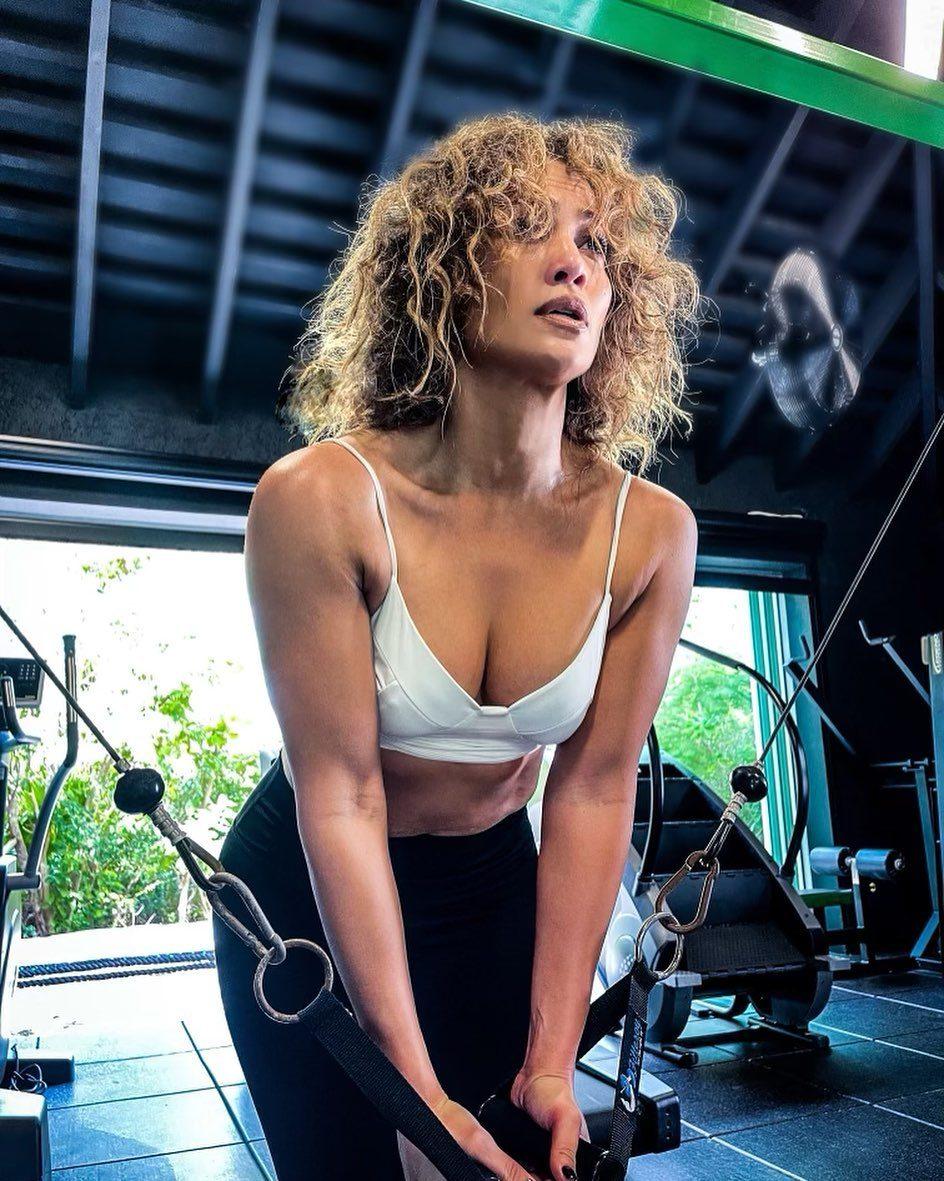 """I capelli """"al naturale"""" di J.Lo"""