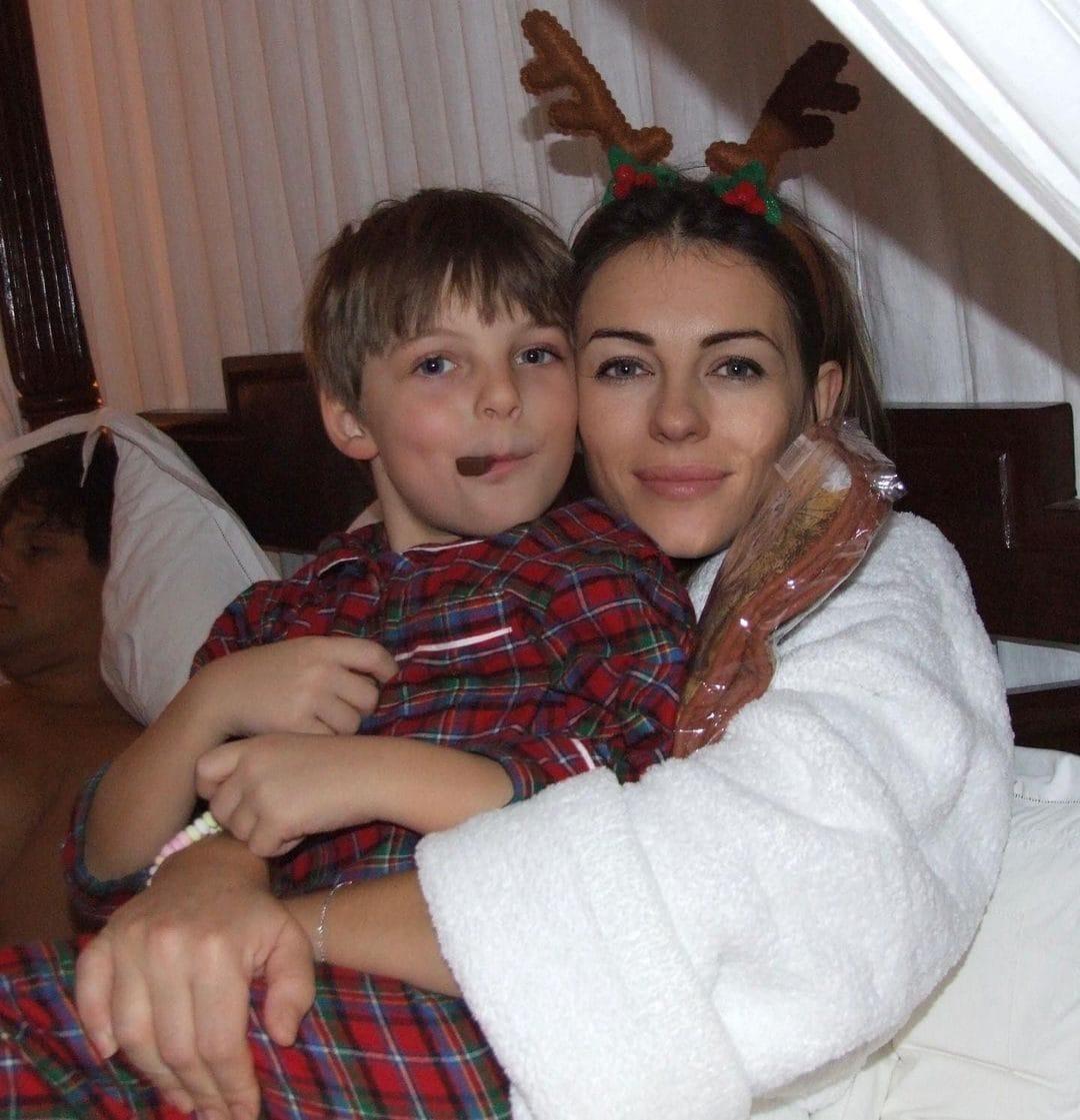 Liz Hurley con il figlio Damian da piccolo
