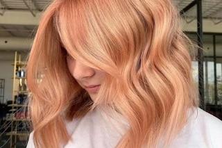 Apricot hair, i capelli si tingono di albicocca per la primavera 2021