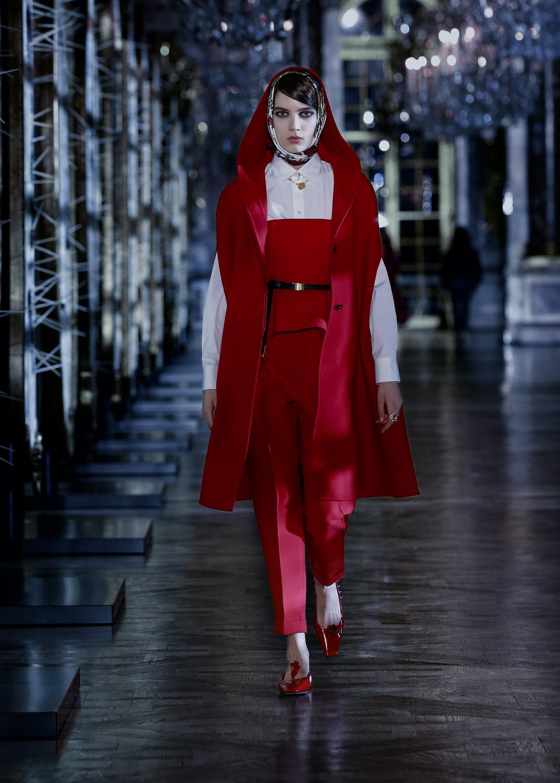Il look Dior ispirato a Cappuccetto rosso