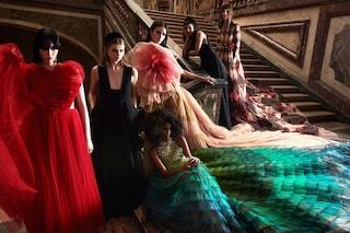 La bellezza inquietante di Dior: la nuova collezione è ispirata alle fiabe (ma senza lieto fine)