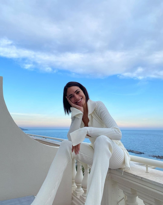 Elodie in total white si prepara a Sanremo