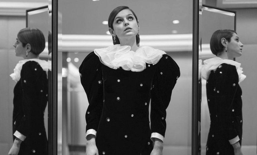 Emma Corrin in Miu Miu ai Golden Globe