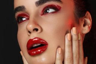 Sai chi ha inventato il primo rossetto per le labbra? La storia del cosmetico più amato
