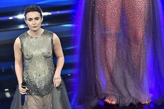 Perché Madame a Sanremo 2021 sale sul palco scalza