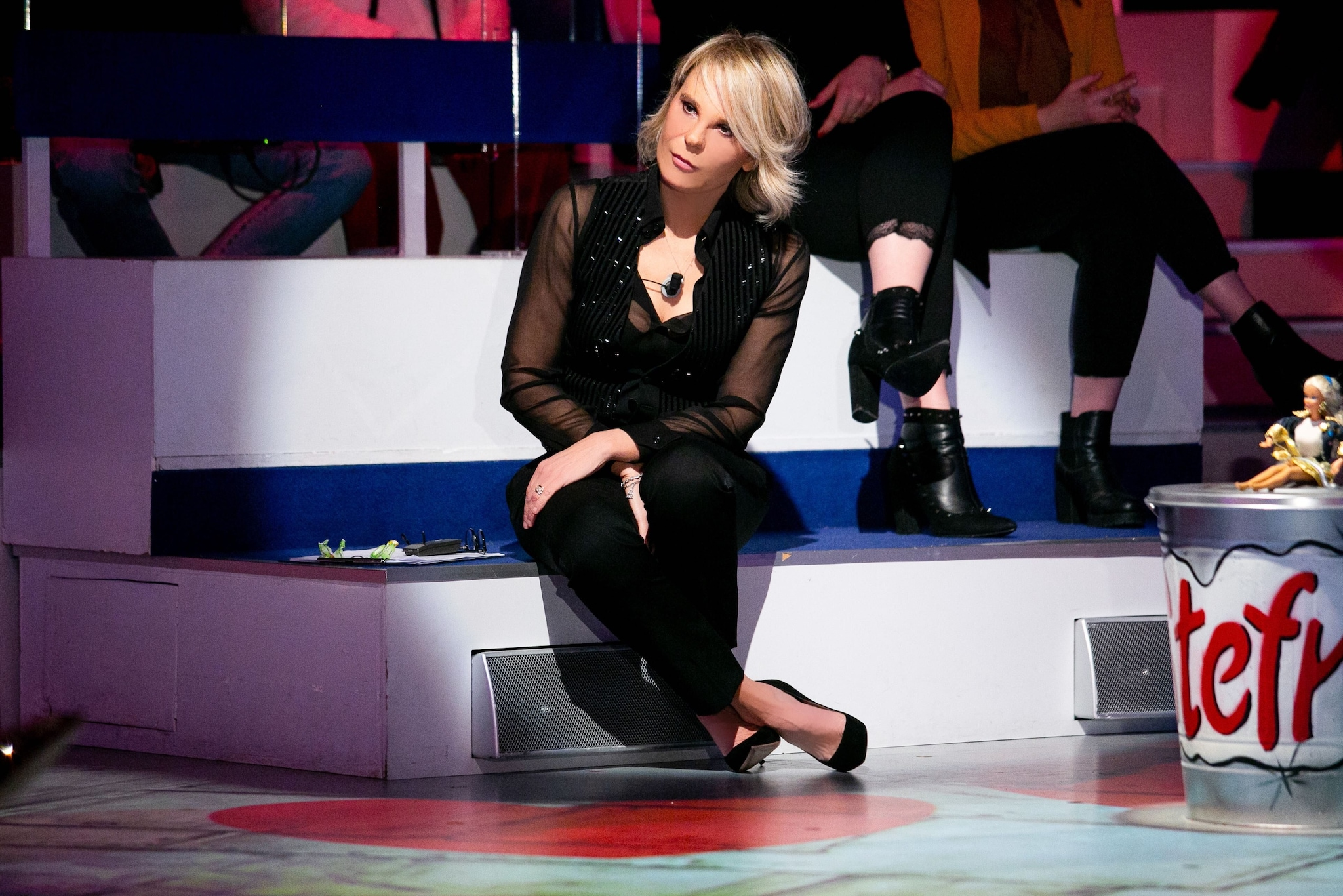 Maria in nero per l'ultima puntata