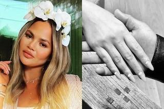 """Chrissy Teigen ha un nuovo tatuaggio sulla mano: """"Non chiedetemi cosa significa"""""""