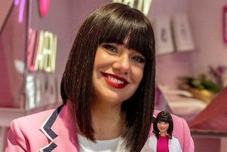 L'Estetista Cinica diventa Barbie per dire alle ragazze di amarsi e lottare per i propri sogni