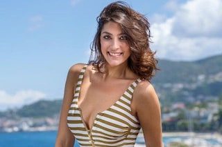 Perché tutti parlano della foto in costume di Elisa Isoardi finita sulle pagine della stampa inglese