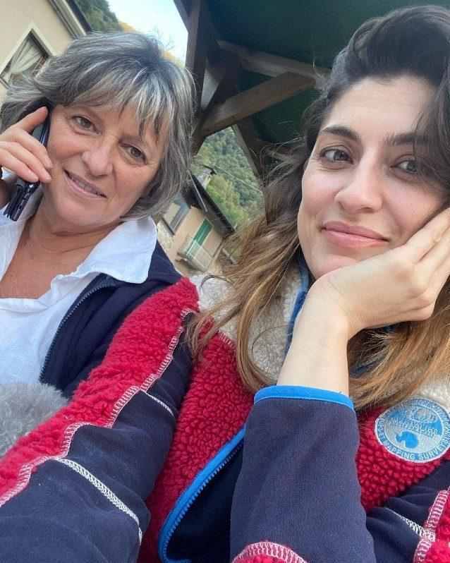 Elisa e Irma hanno lo stesso sorriso