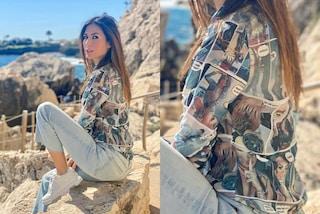 Elisabetta Gregoraci, nuovo look personalizzato: sulla camicia ci sono le sue foto formato fumetto