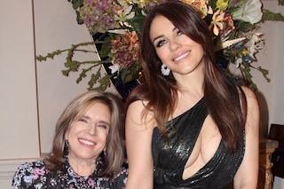 Elizabeth Hurley presenta mamma Angela sui social: madre e figlia sono due gocce d'acqua
