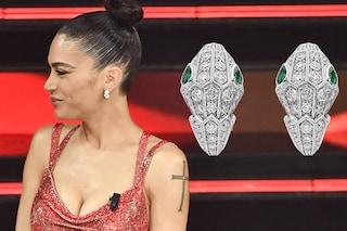 I gioielli di Elodie a Sanremo 2021: sul palco la cantante ha perso un orecchino da 45mila euro