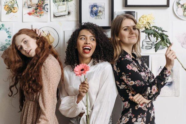 Donne nemiche delle donne: esiste la solidarietà femminile o è davvero impossibile fare squadra?
