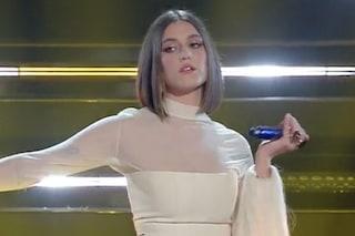 Gaia debutta a Sanremo in bianco: il suo look fresco e insieme audace la rappresenta in pieno