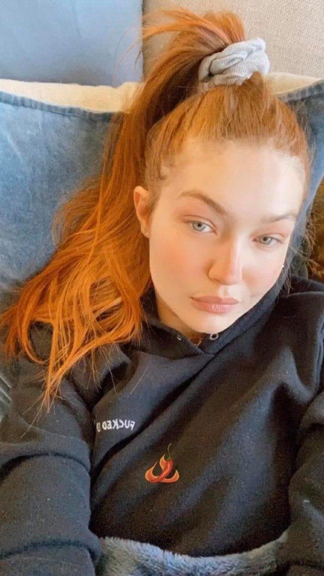 Gigi Hadid con i capelli arancioni